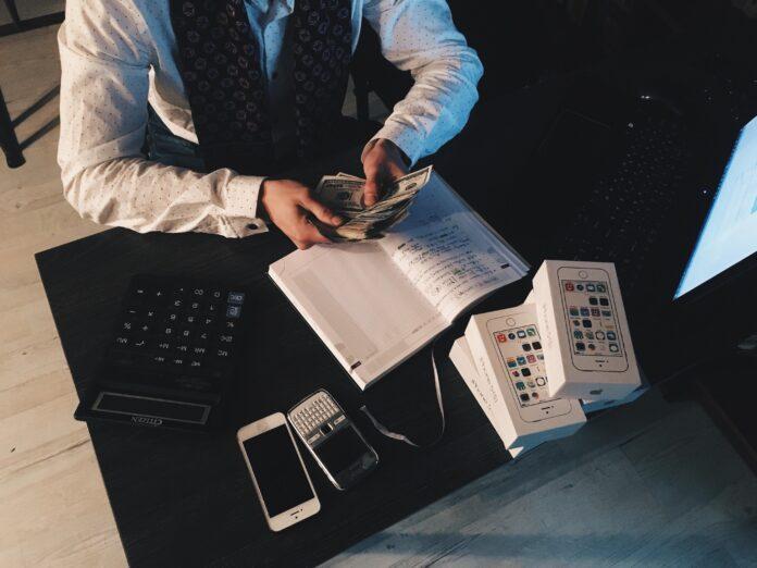 Praca w finansach – możliwe opcje